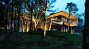 Căn biệt thự gỗ đẹp như bước ra từ phim Hàn Quốc cách Hà Nội chỉ hơn 1 giờ lái xe