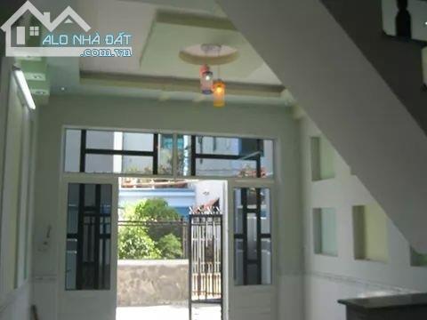 Bán nhà 2 lầu đường Lý Thường Kiệt,gần chợ Hóc Môn, DT 4x21 đường hẽm 1 xẹt 4m,giá 2,3 tỷ