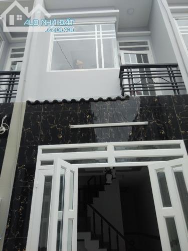 nhà phố thạnh lộc 1 trệt 1 lầu giá 790tr/1 căn nội thất đầy đủ, đường 5m, KDC hiện hữu, DT