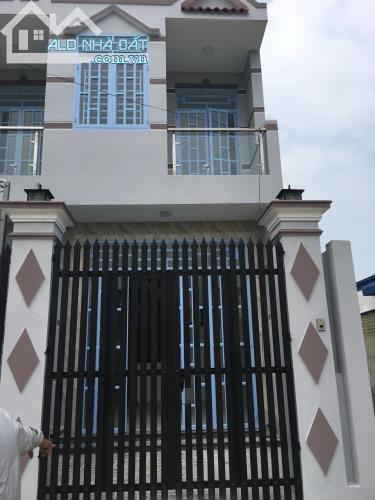 bán nhà MT đường Trần Văn Mười, Dt 4*20, giá 1ty450, SHR, XTĐ, hóc môn
