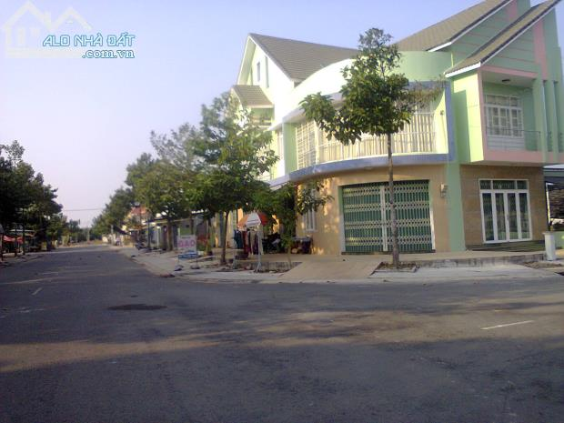 Bán nhà mặt tiền đường số 51 KDC Phú Chánh p. Phú Tân tp Mới BD giá 7tr/m2.
