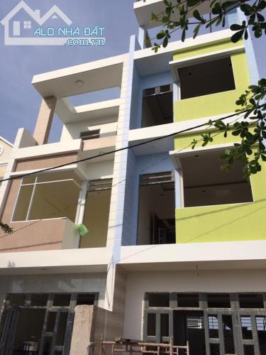 Bán nhà đường Nguyễn Văn Tạo, 1 trệt 2 lầu, dt: 4m x 12m, giá 1,65 tỷ