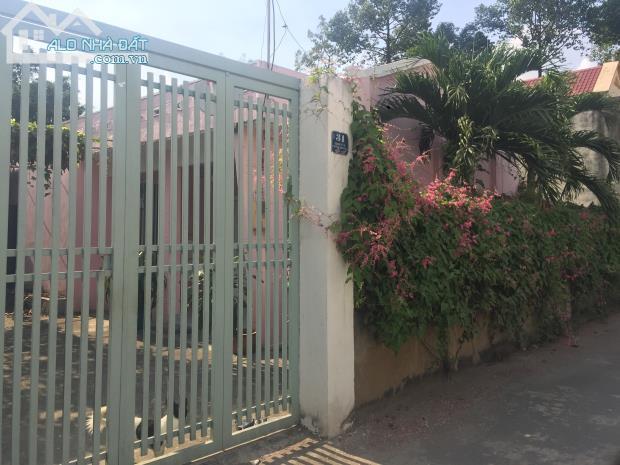 Định cư nước ngoài sang  nhà cấp 4 mới đẹp  đối diện cao đẳng cảnh sát nhân dân  Q.9.