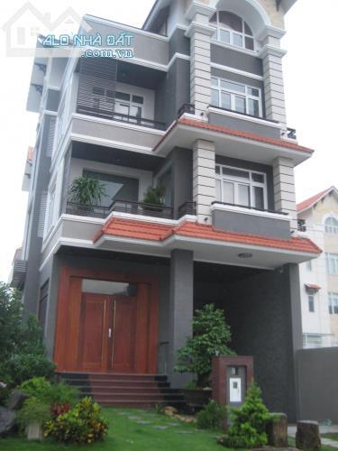 Bán nhà mặt tiền đường Hoa Sữa Phường 7 Quận Phú Nhuận. DT 5x16m, 4 lầu đẹp.