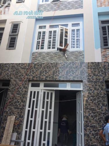 Nhà phố mới xây trên đường Lê Văn Qưới 1 trệt 3 lầu giá rẻ đón tết.